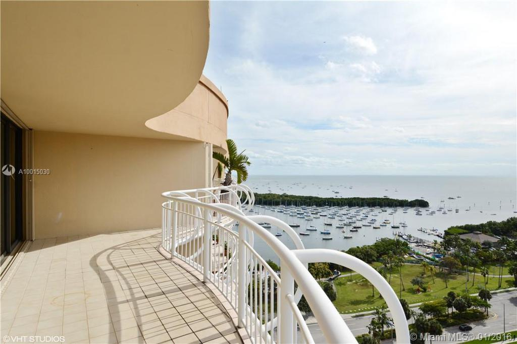 Photo of home for sale at 2843 Bayshore Dr, Coconut Grove FL