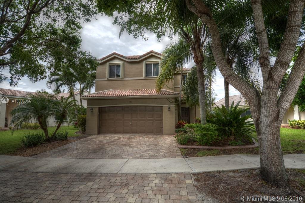 Photo of home for sale at 4401 Mahogany Ridge Dr, Weston FL