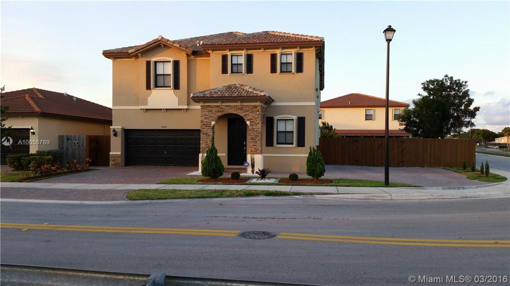 Photo of home for sale at 10381 226th St SW, Cutler Bay FL