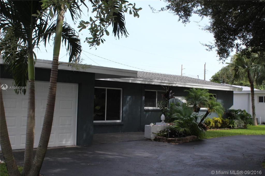 Photo of home for sale at 407 56th Ter S, Hollywood FL
