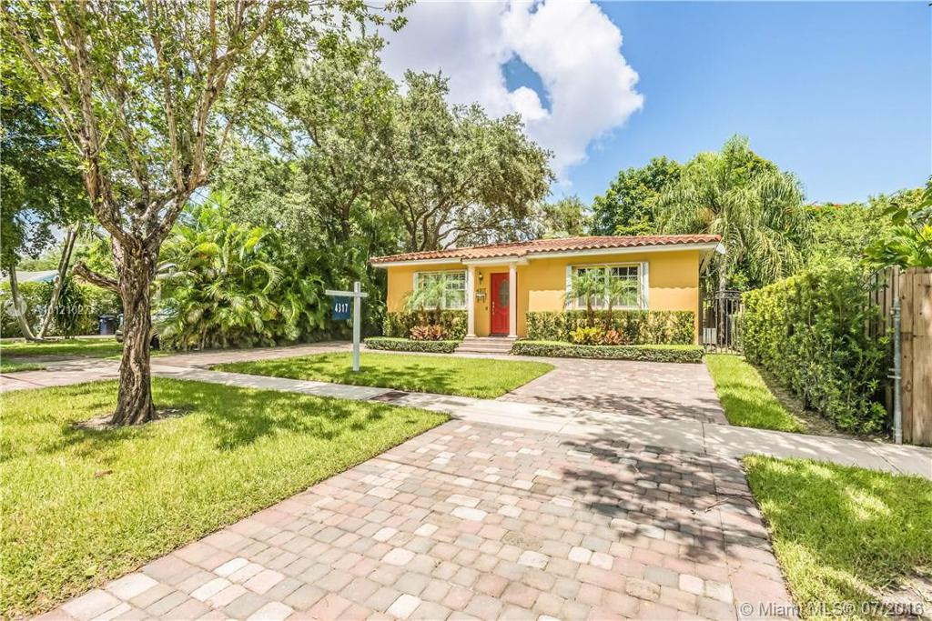 Photo of home for sale at 4317 62nd Ave SW, South Miami FL