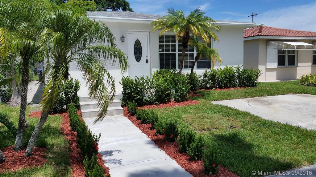 Photo of home for sale at 1535 Hollywood Blvd, Hollywood FL