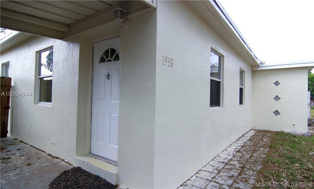 Photo of home for sale at 1958 177th St NE, North Miami Beach FL