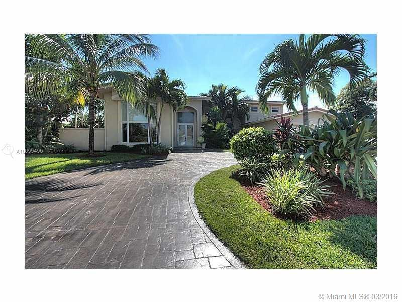 Photo of home for sale at 3040 40th Ct NE, Fort Lauderdale FL