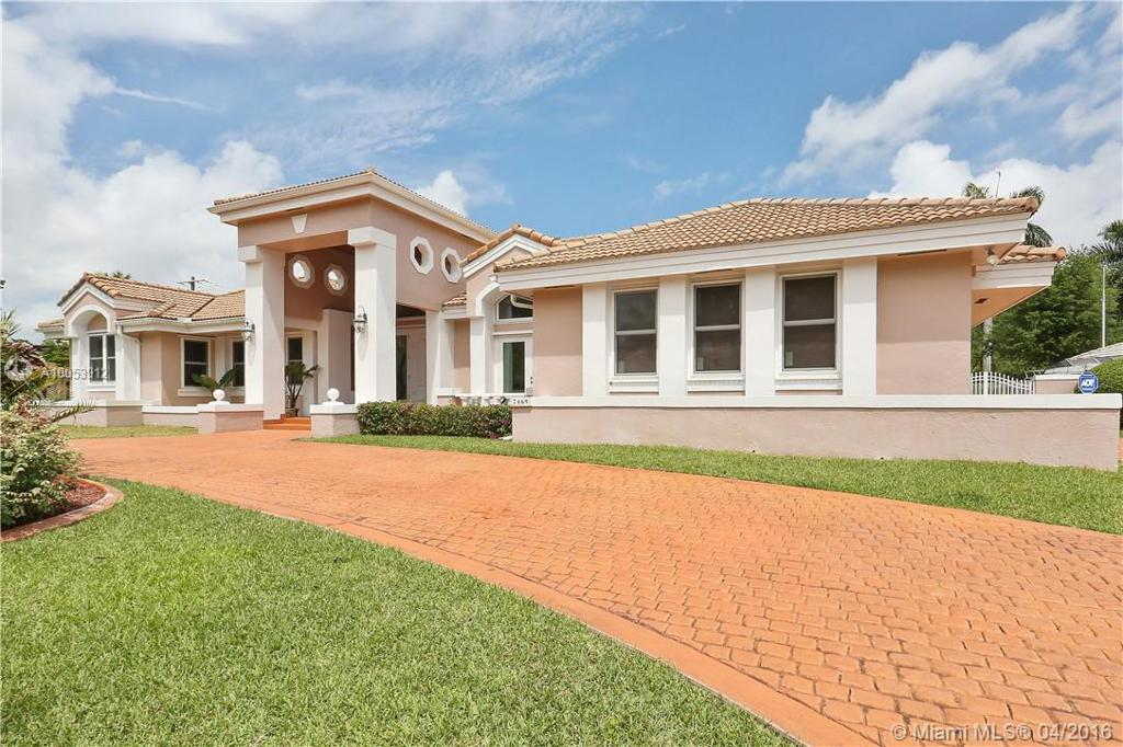Photo of home for sale at 7469 168th Ter SW, Palmetto Bay FL