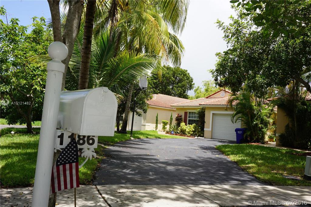 Photo of home for sale at 1186 180th Ter SW, Pembroke Pines FL
