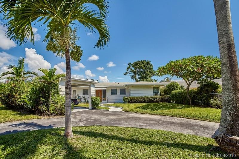 Photo of home for sale at 817 2nd St, Hallandale FL