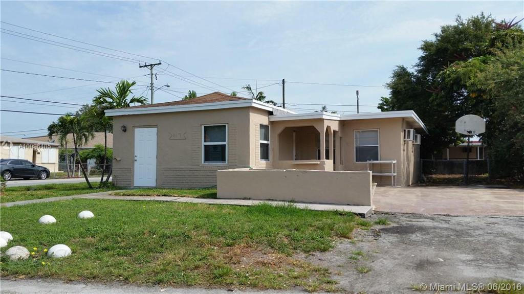 Photo of home for sale at 417 7th Ter SW, Dania Beach FL