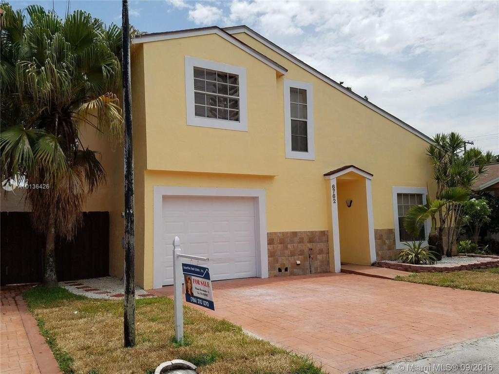 Photo of home for sale at 6762 199th St NW, Hialeah FL