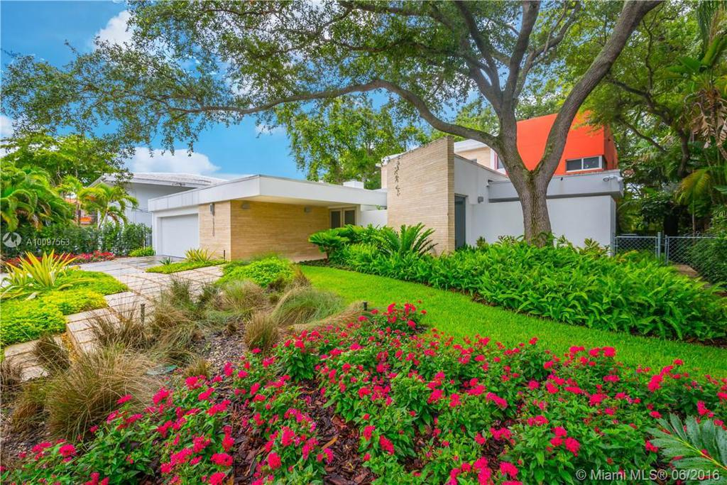 Photo of home for sale at 2320 Tigertail Ave, Coconut Grove FL