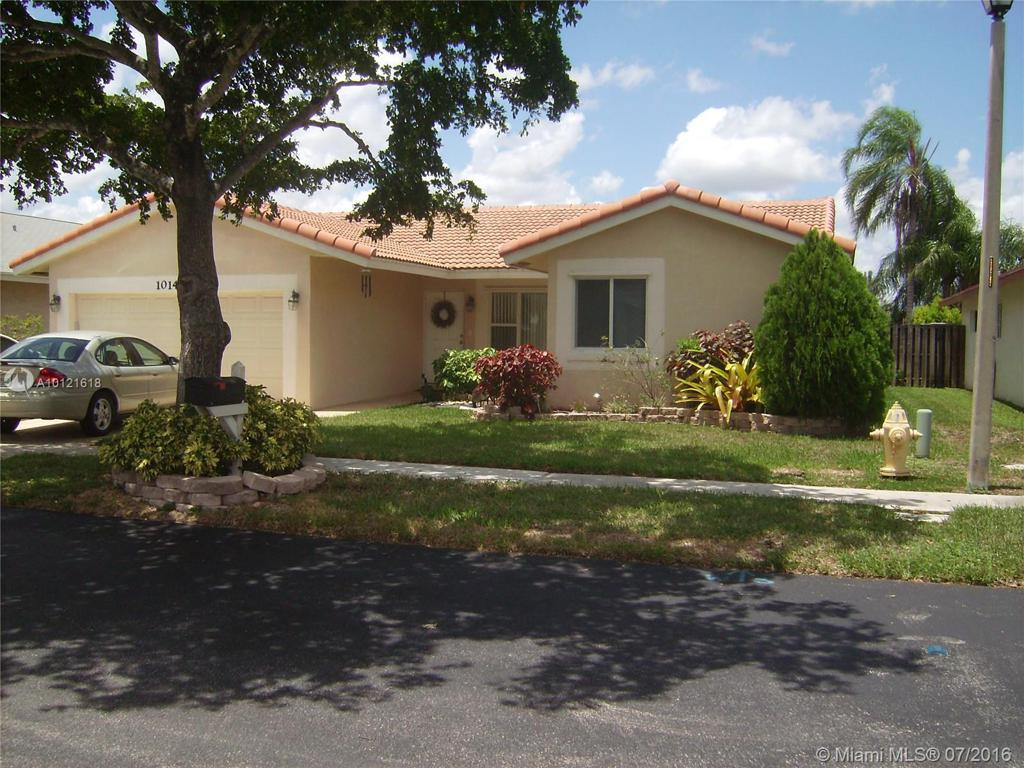 Photo of home for sale at 10141 16th Ct SW, Davie FL