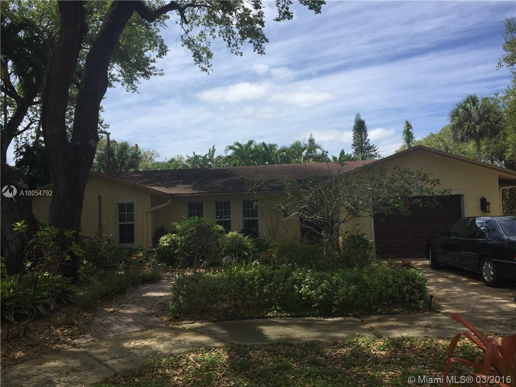 Photo of home for sale at 2502 19th St SW, Fort Lauderdale FL