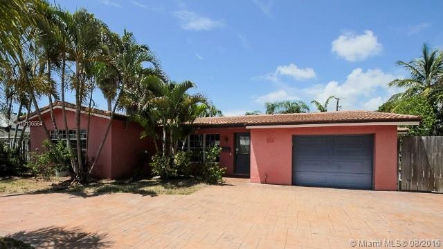 Photo of home for sale at 19 Little Harbor Way, Deerfield Beach FL