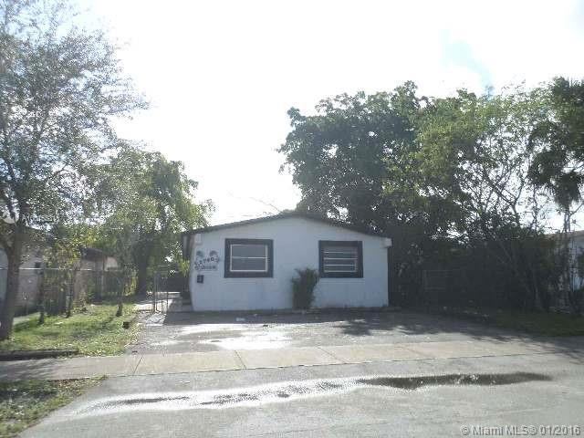 Photo of home for sale at 2748 13Th St, Fort Lauderdale FL