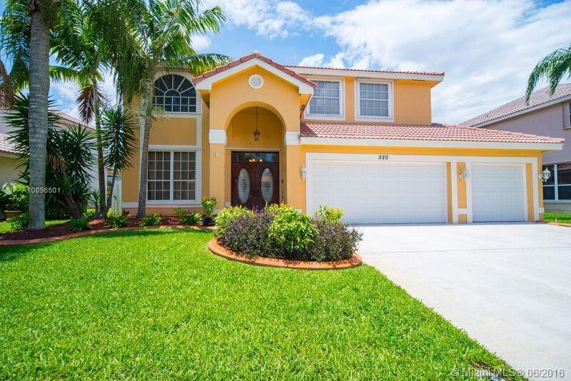Photo of home for sale at 520 178th Way SW, Pembroke Pines FL