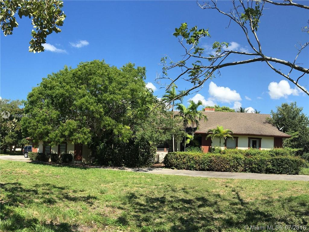 Photo of home for sale at 18198 Old Cutler Rd, Palmetto Bay FL