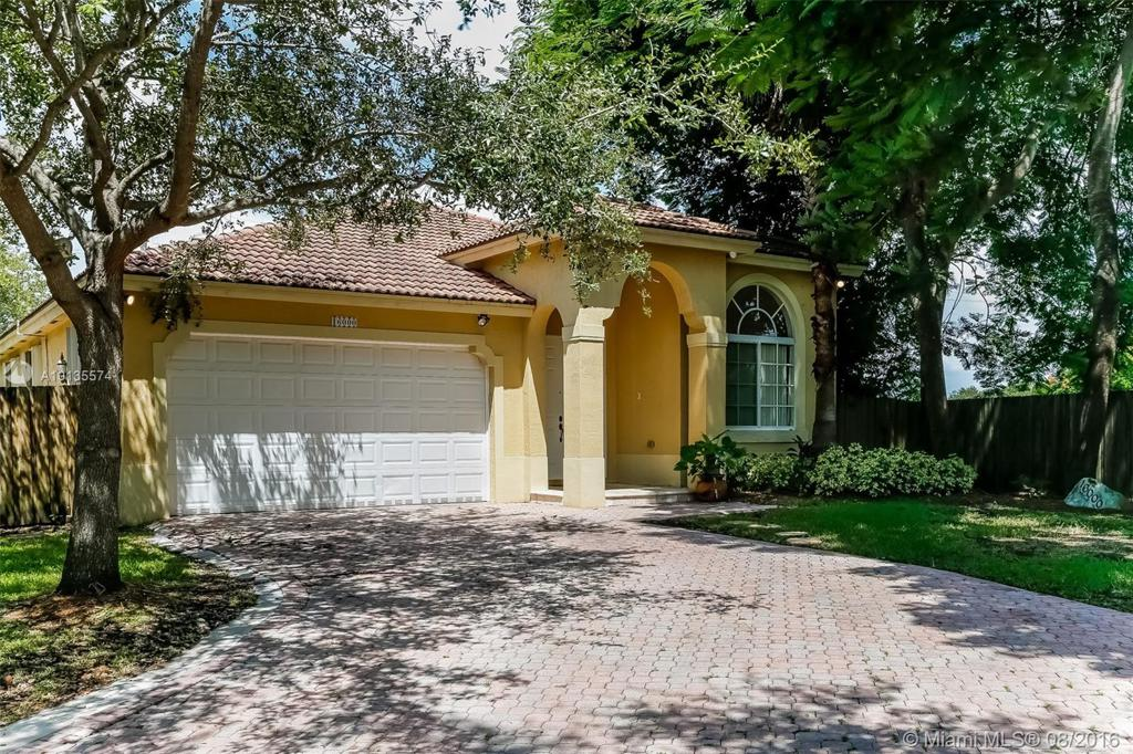 Photo of home for sale at 16000 91st Ct SW, Palmetto Bay FL