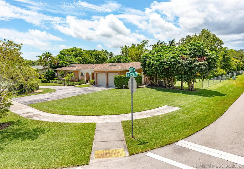 Photo of home for sale at 12600 107th Ave, Miami FL
