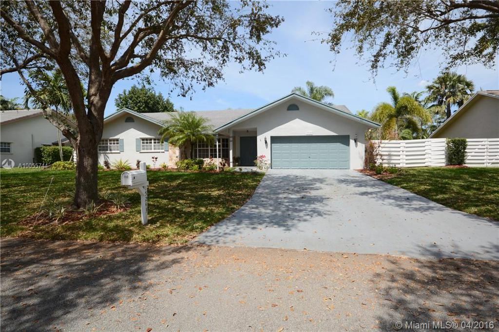 Photo of home for sale at 15243 146th Ter SW, Miami FL