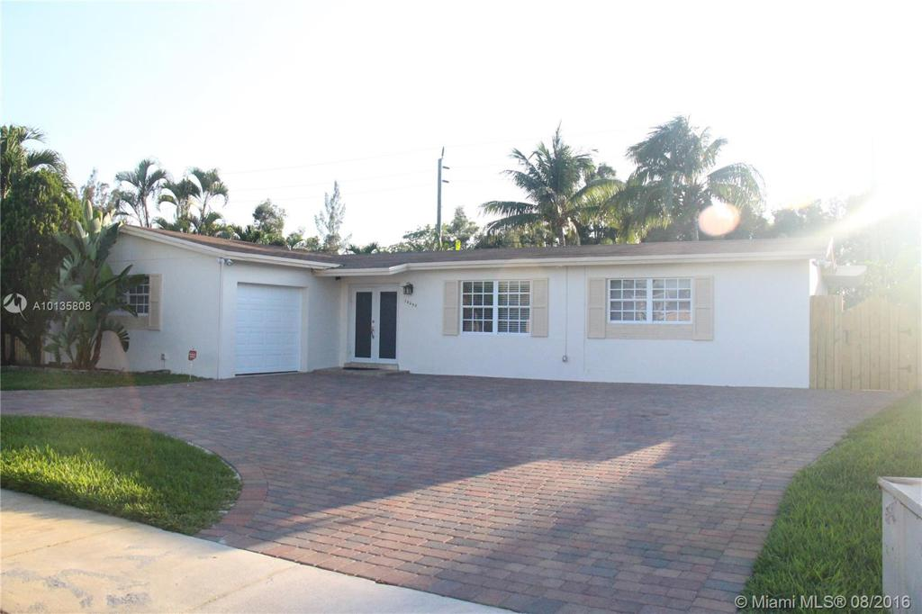 Photo of home for sale at 18250 86th Ave NW, Hialeah FL