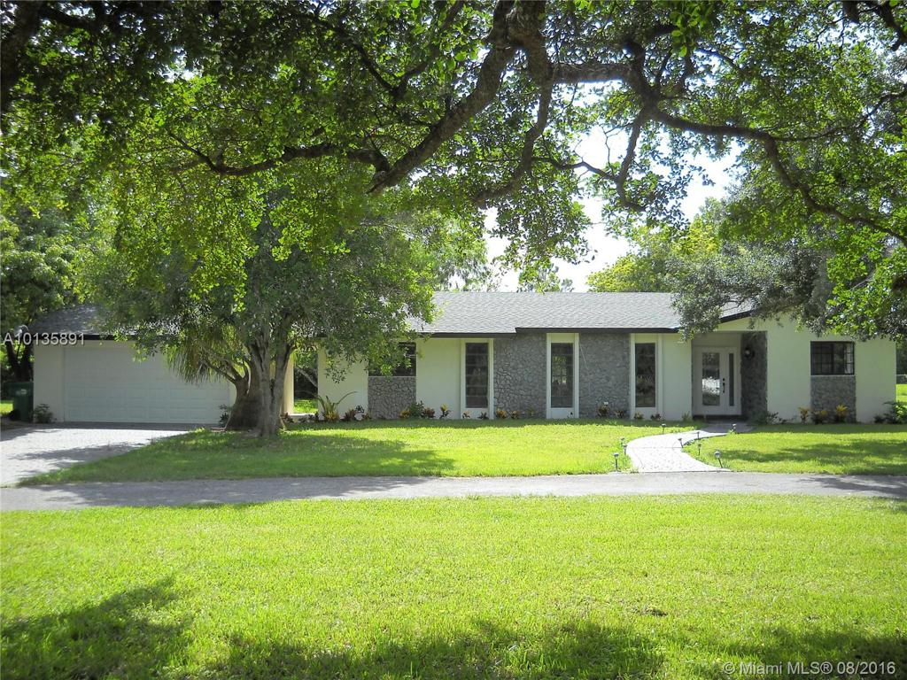 Photo of home for sale at 21300 190 Ave SW, Miami FL