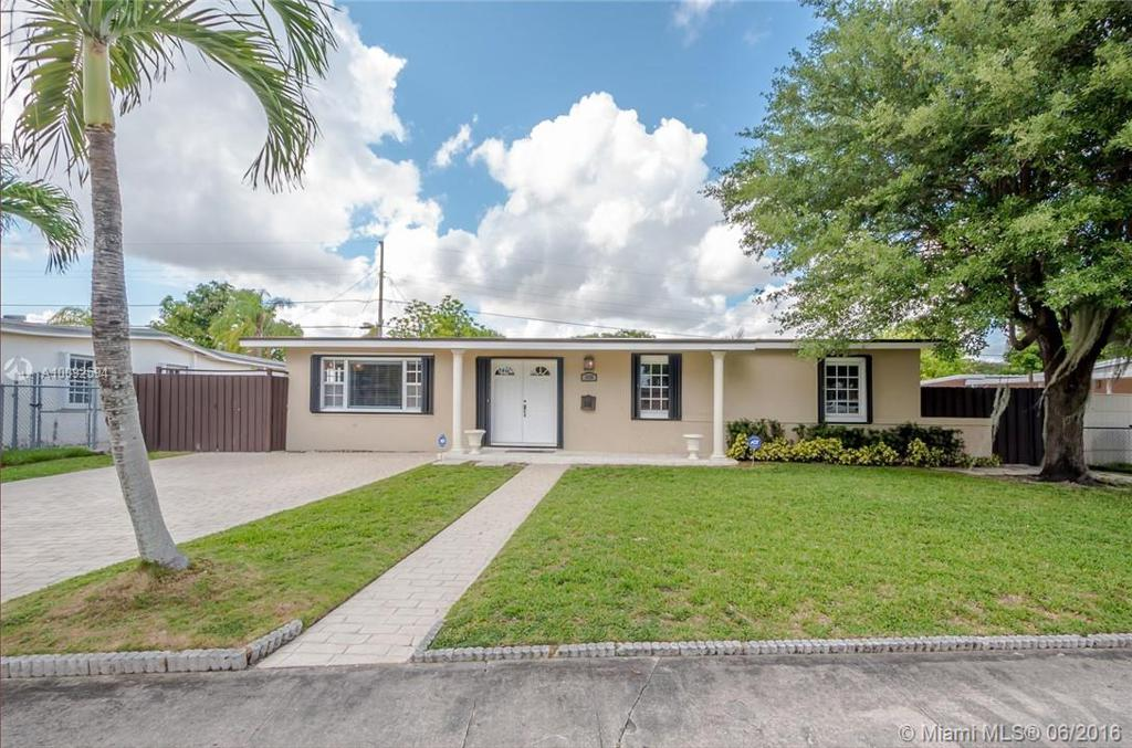Photo of home for sale at 11485 57th St SW, Miami FL