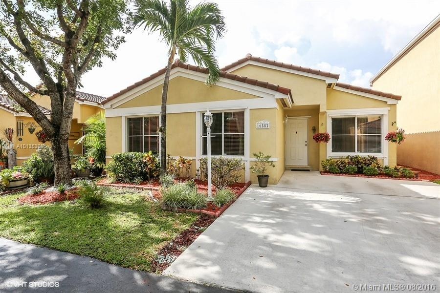 Photo of home for sale at 16552 97th St SW, Miami FL