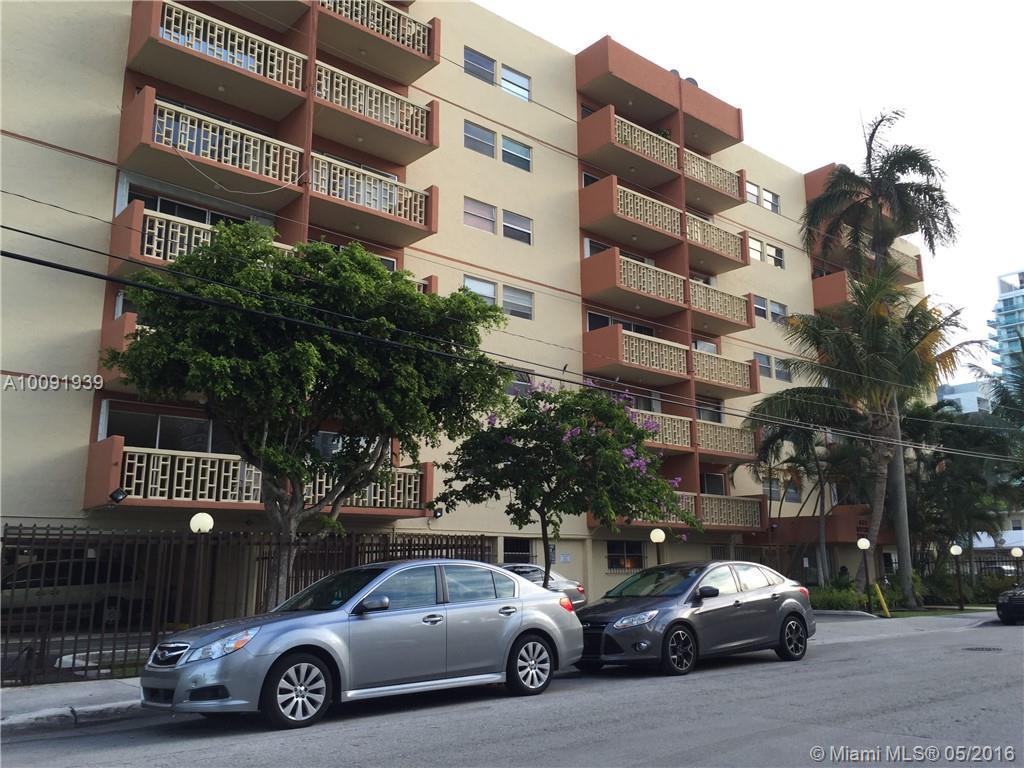 Photo of home for sale at 600 25th St NE, Miami FL