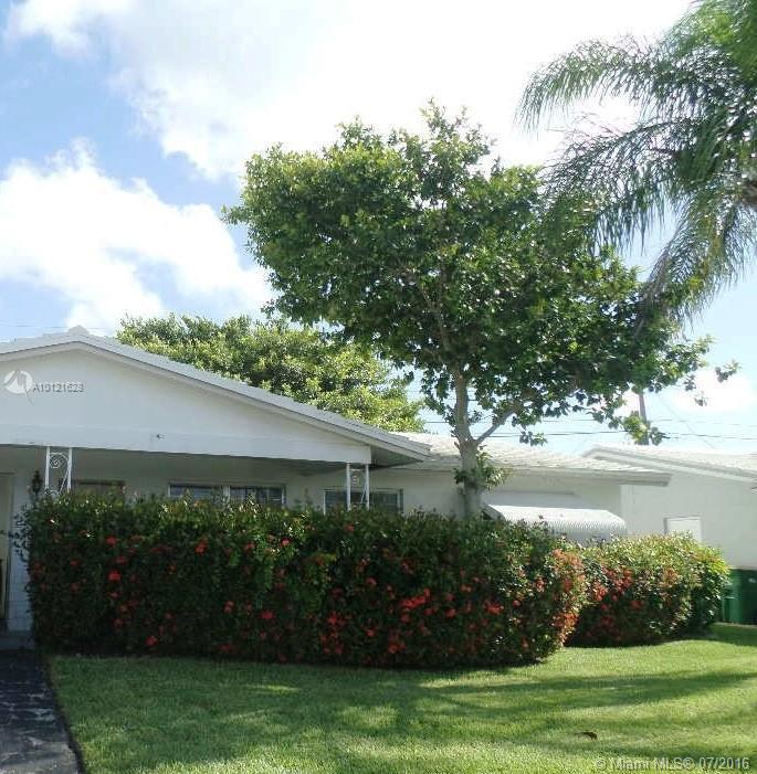 Photo of home for sale at 2707 52nd Ct NW, Tamarac FL