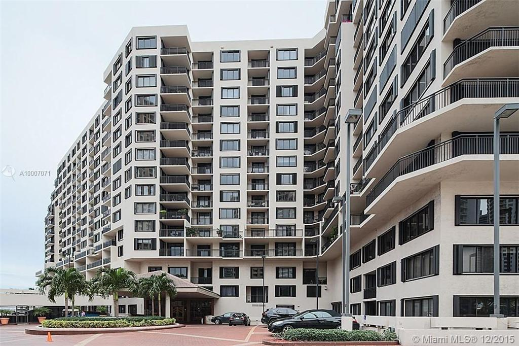 Photo of home for sale at 540 BRICKELL KEY DR, Miami FL