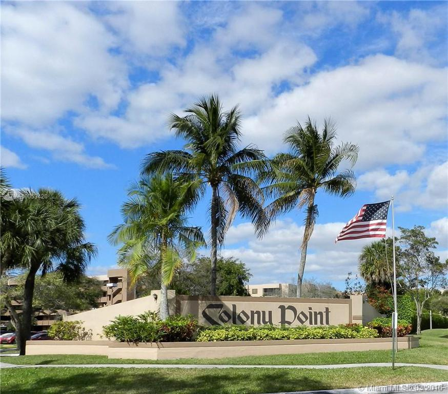 Photo of home for sale at 901 Colony Point Cir, Pembroke Pines FL