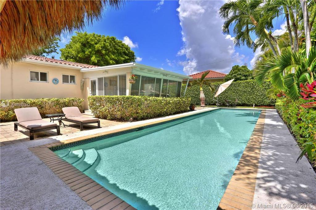 Photo of home for sale at 6603 61st Ter SW, South Miami FL