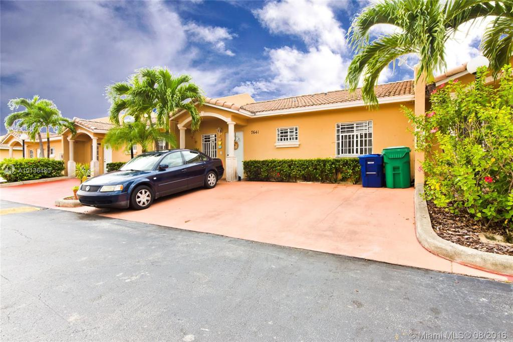 Photo of home for sale at 7641 183rd Ter NW, Hialeah FL