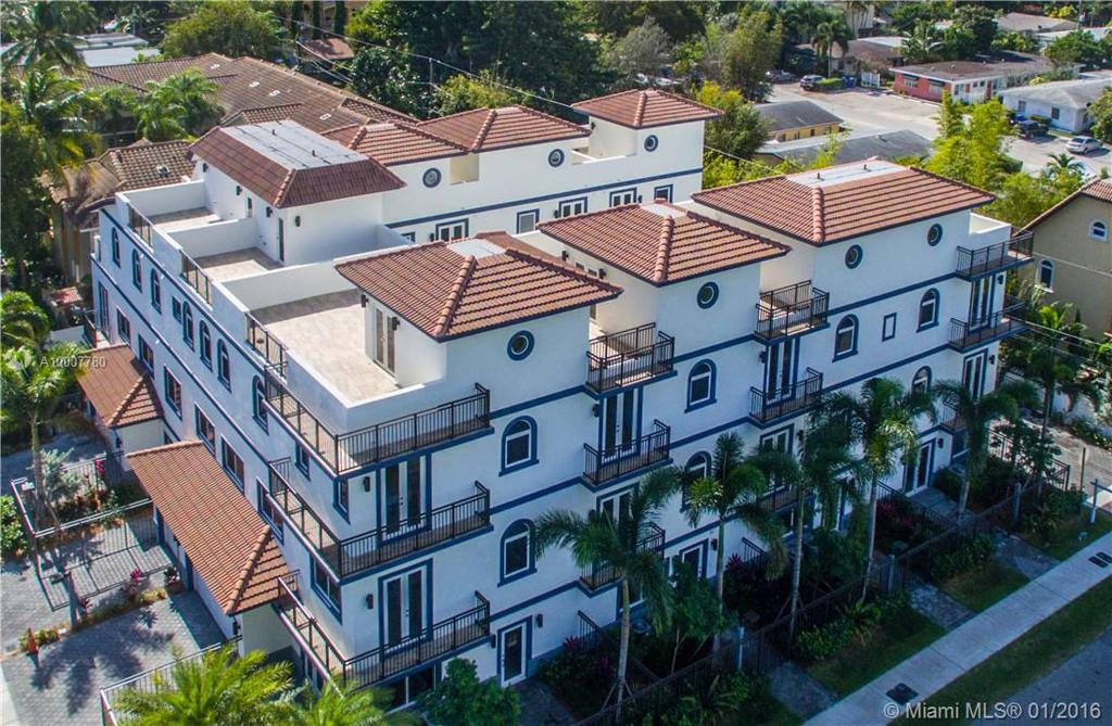 Photo of home for sale at 814 7th NE, Fort Lauderdale FL