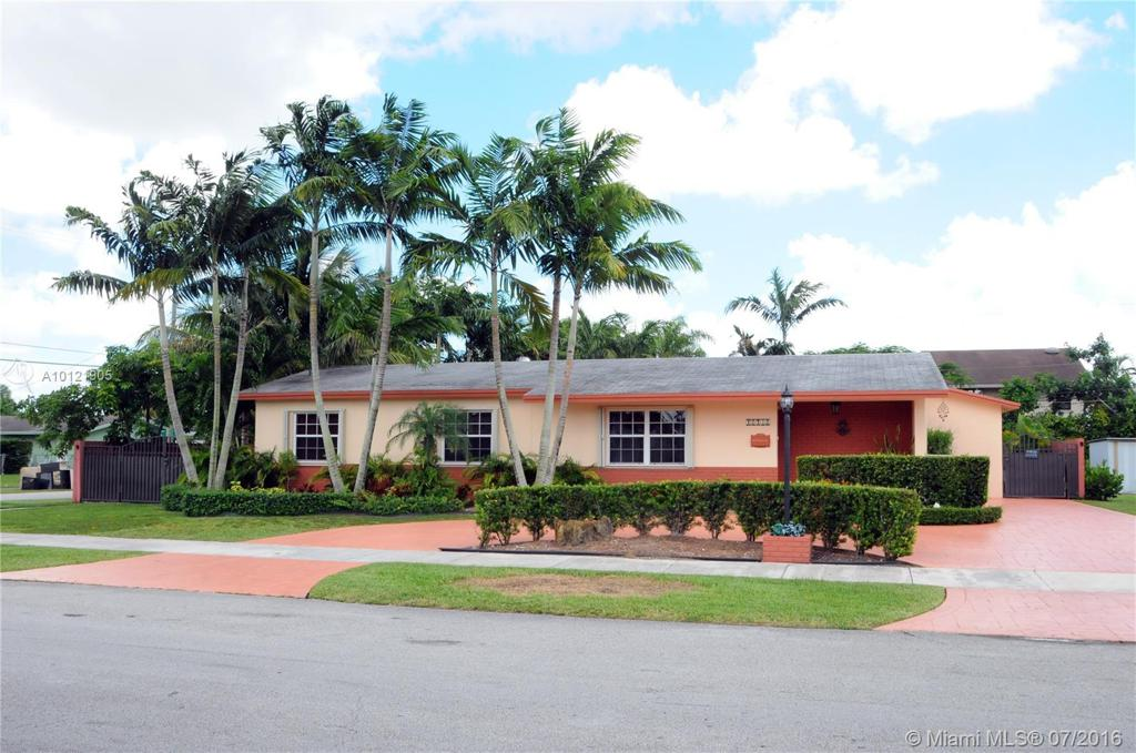 Photo of home for sale at 12432 28th St SW, Miami FL