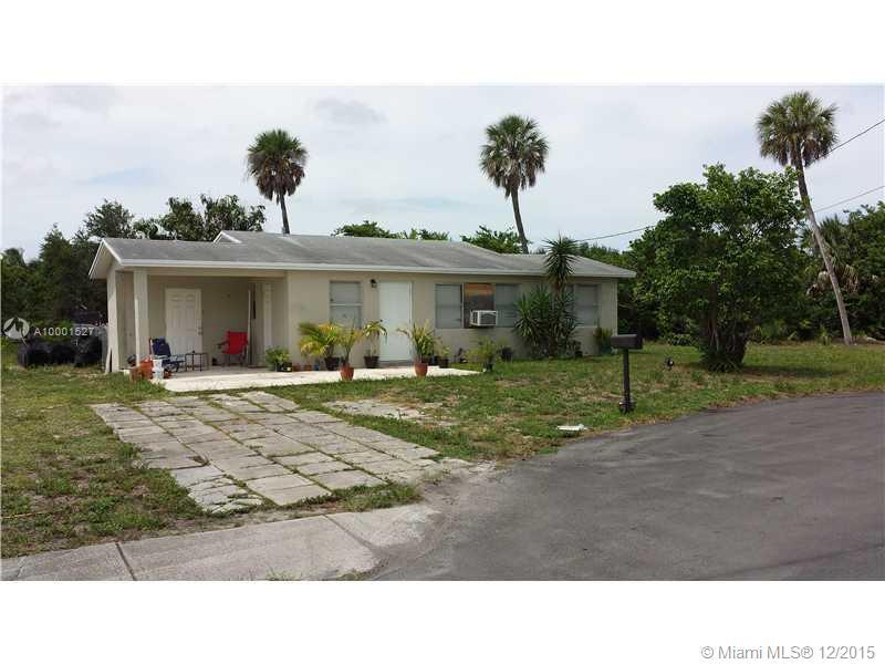 Photo of home for sale at 147 7Ct., Deerfield Beach FL