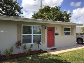 Property for sale at 4901 NE 13th Ave, Oakland Park,  Florida 33334