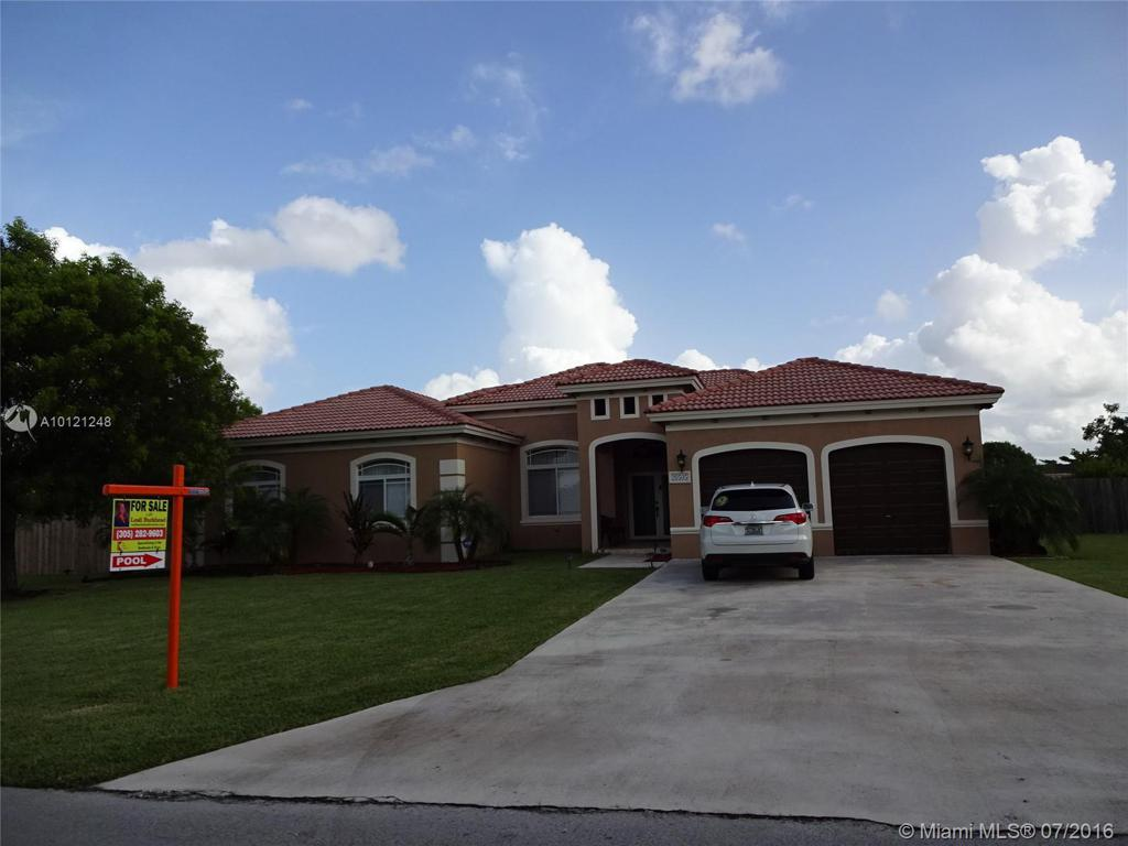 Photo of home for sale at 20505 326 St SW, Homestead FL