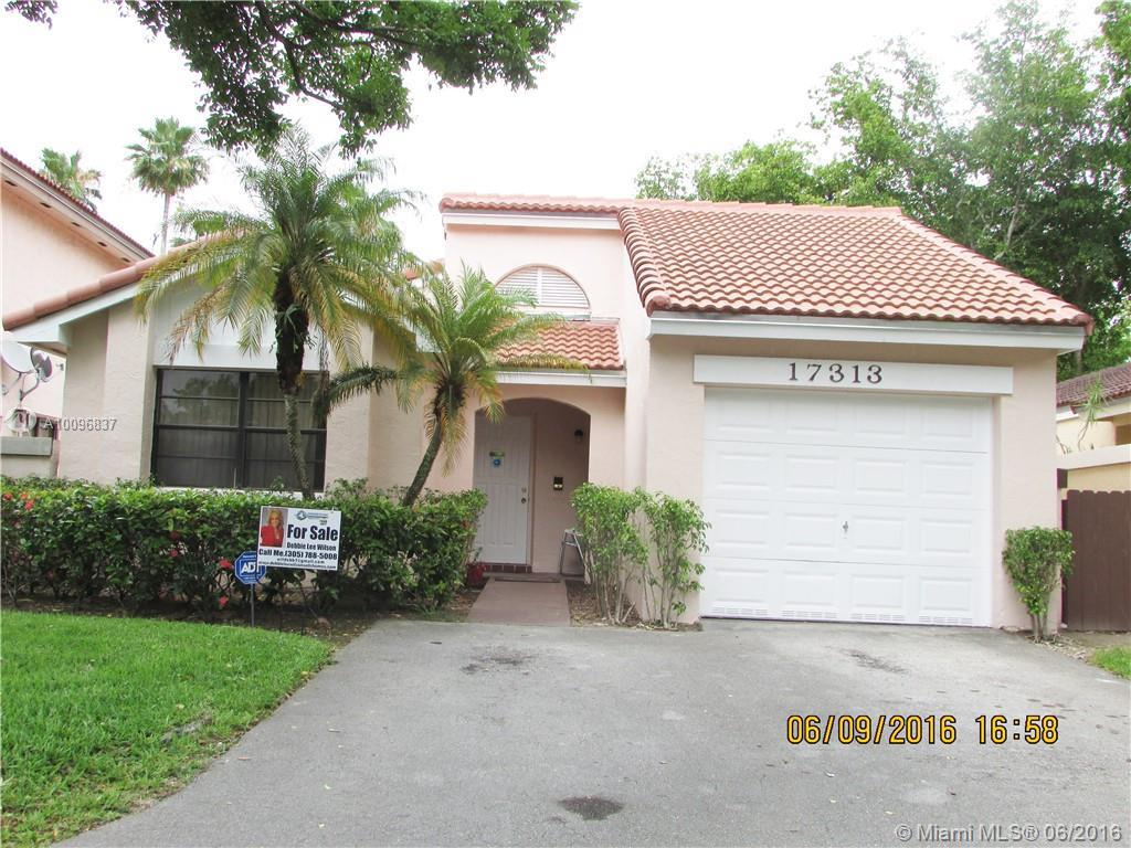 Photo of home for sale at 17313 63rd Ave NW, Hialeah FL
