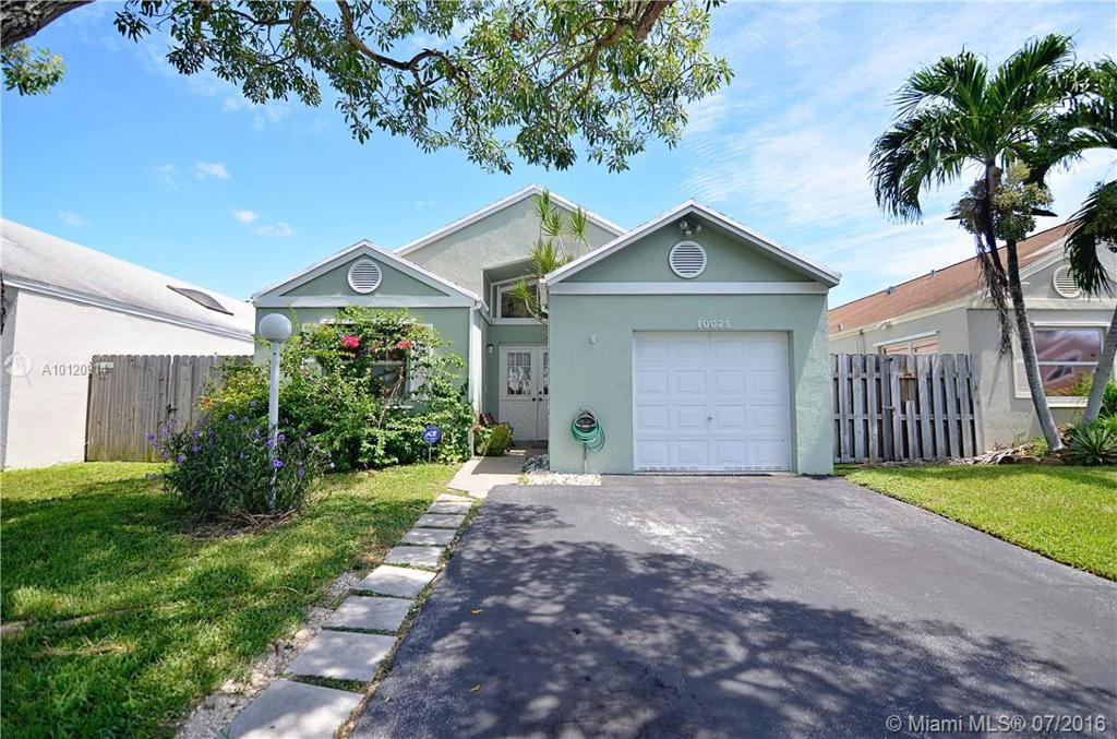 Photo of home for sale at 10025 222nd St SW, Cutler Bay FL