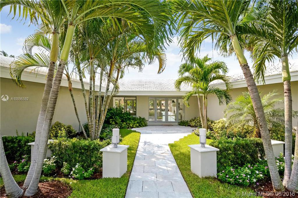 Photo of home for sale at 2640 Bayview Dr, Fort Lauderdale FL