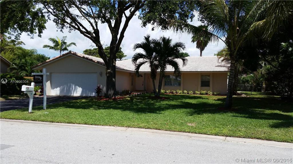 Photo of home for sale at 9071 19th St NW, Coral Springs FL