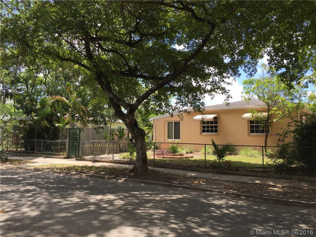 Photo of home for sale at 1924 Washington St, Hollywood FL