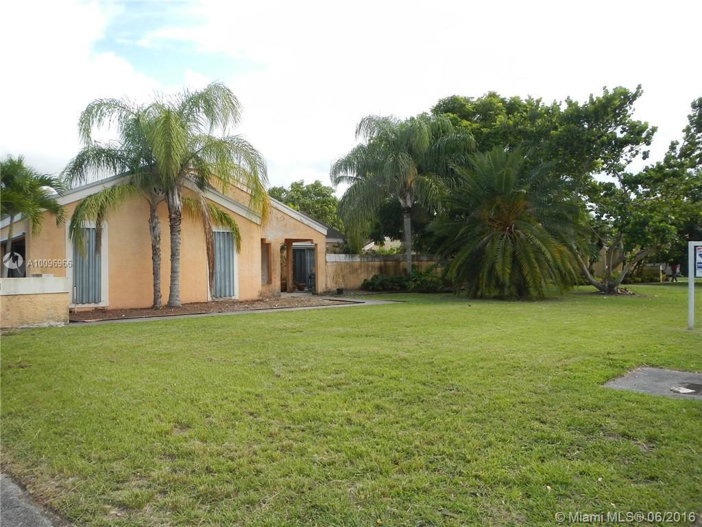 Photo of home for sale at 15220 158th St SW, Miami FL