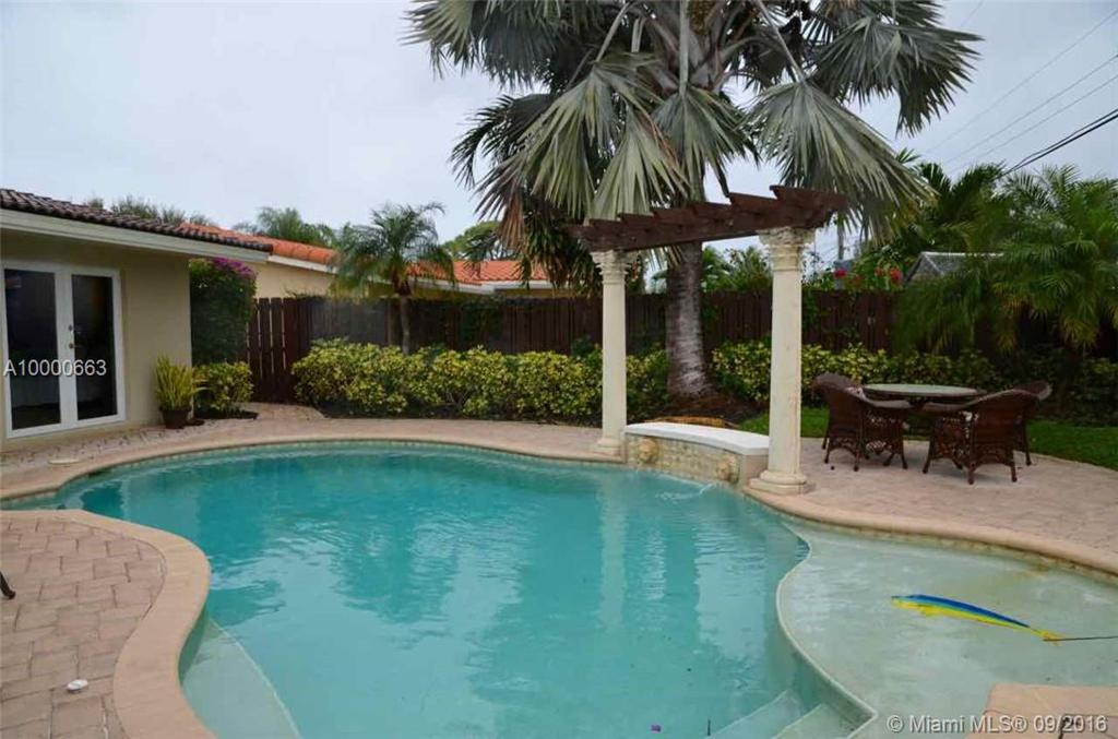 Photo of home for sale at 1240 8 St, Deerfield Beach FL