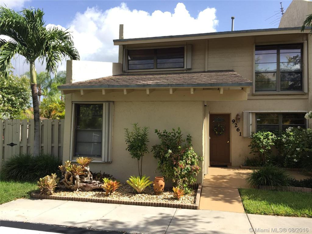 Photo of home for sale at 9261 136th Street Cir SW, Miami FL