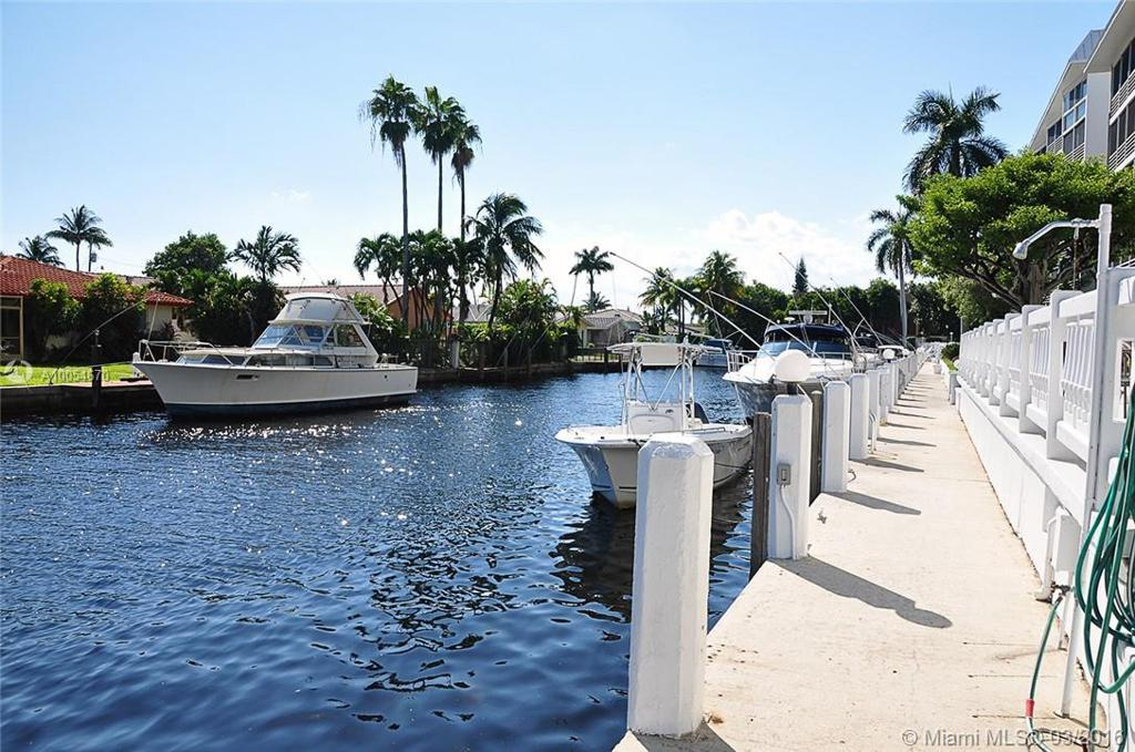 Photo of home for sale at 3080 47th Ct NE, Fort Lauderdale FL