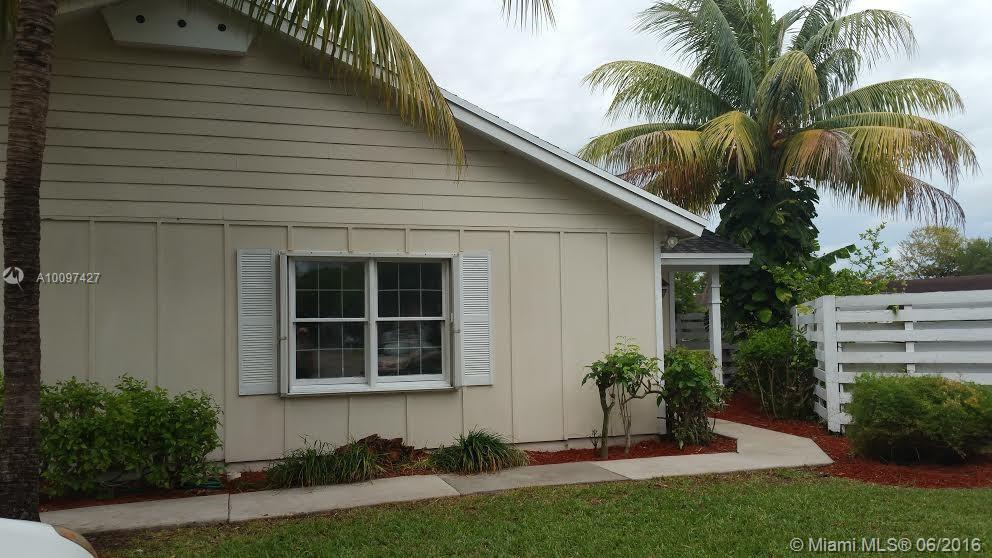 Photo of home for sale at 14518 142 CT CIRCLE S SW, Miami FL
