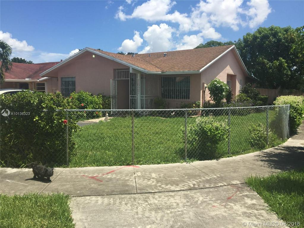 Photo of home for sale at 1627 137th Pl SW, Miami FL