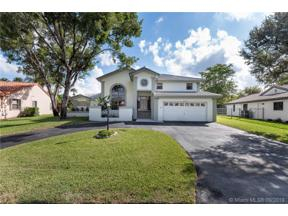 Property for sale at 6802 E Longbow Bnd, Davie,  Florida 33331